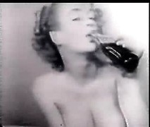 Hot retro babe monro show off her tits